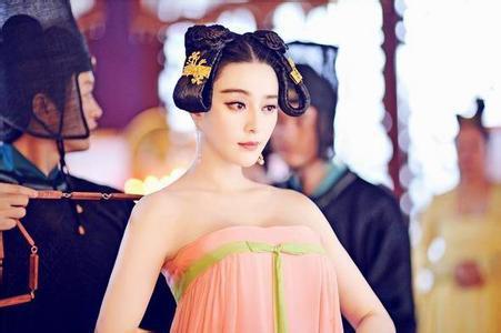 为什么唐朝女人爱穿露乳装?